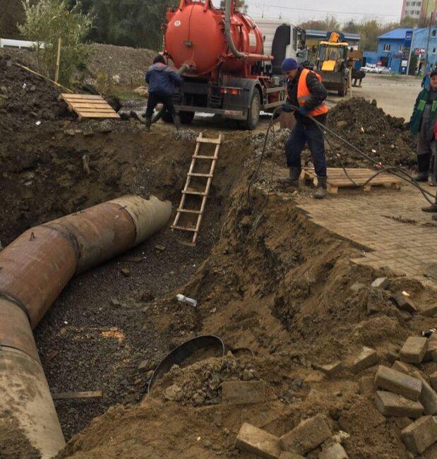 Частина Чернівців четвертий день без води: комунальники завершують зварювальні роботи